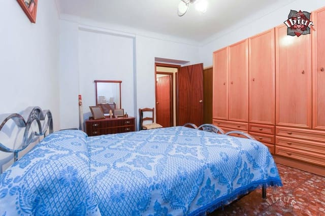 5 bedroom Villa for sale in Ubeda with garage - € 169,000 (Ref: 5252122)