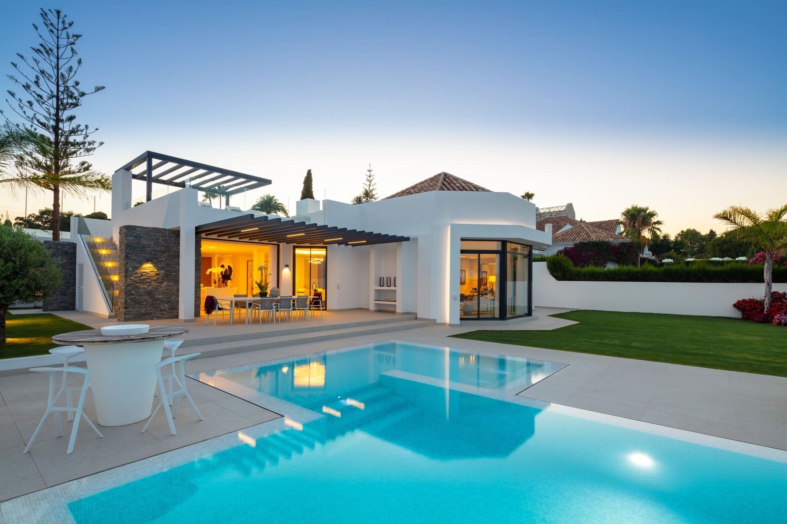 5 bedroom Villa for sale in Nueva Andalucia with pool - € 3,495,000 (Ref: 5527184)