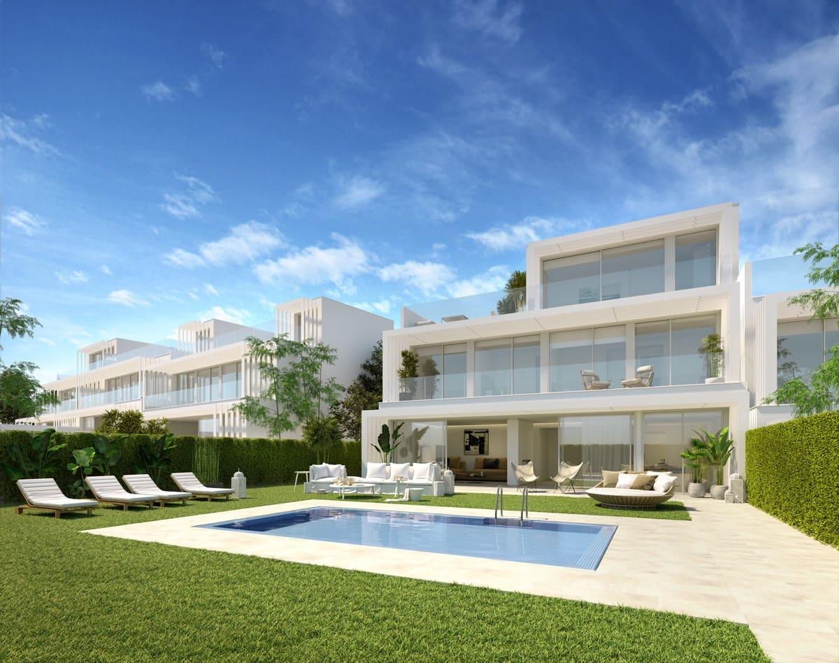 3 soveværelse Semi-Rækkehus til salg i San Roque med swimmingpool - € 410.000 (Ref: 5924137)