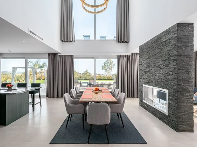 4 soveværelse Villa til salg i La Quinta med swimmingpool - € 1.675.000 (Ref: 5937208)