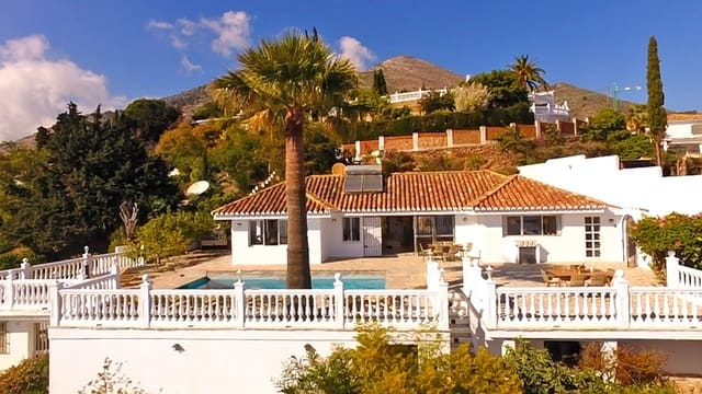 3 soverom Villa til salgs i La Capellania med svømmebasseng garasje - € 800 (Ref: 5209903)
