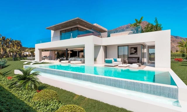 4 bedroom Villa for sale in Estepona with pool - € 1,395,000 (Ref: 5757963)