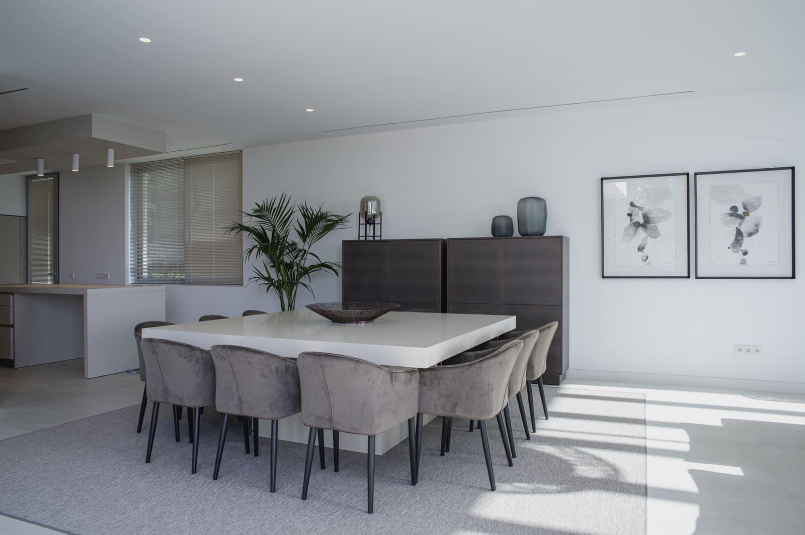 5 bedroom Villa for sale in Benahavis with pool - € 3,200,000 (Ref: 5958977)