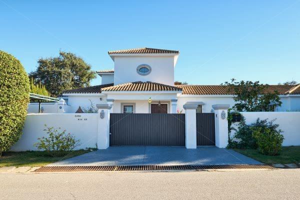 Chalet de 4 habitaciones en Sotogrande en venta con piscina garaje - 995.000 € (Ref: 5864482)