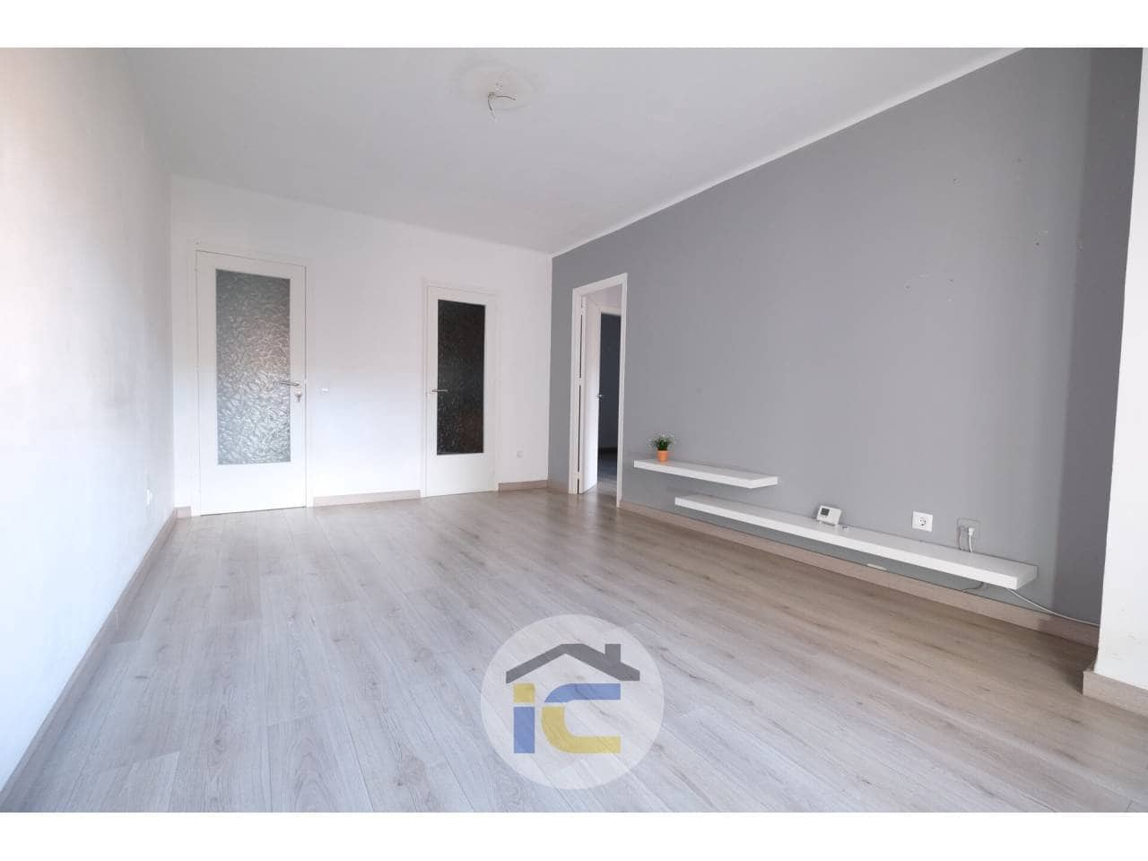 4 bedroom Flat for sale in Figueres with garage - € 105,000 (Ref: 6066055)