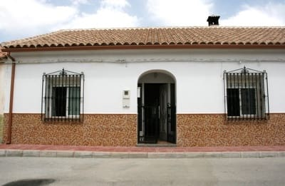 3 bedroom Townhouse for sale in Cortes de Baza with pool garage - € 126,000 (Ref: 5381510)