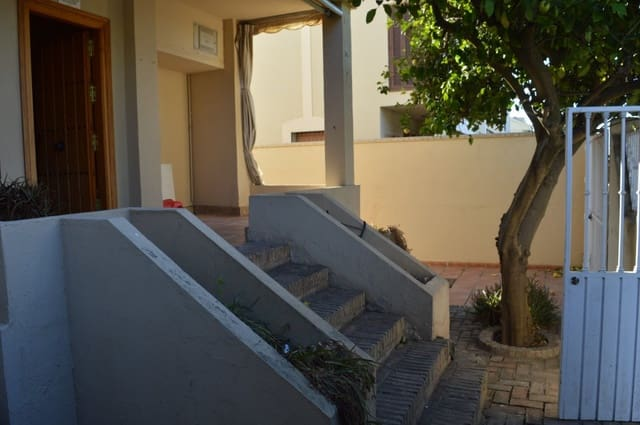 5 chambre Villa/Maison Semi-Mitoyenne à vendre à Valencina de la Concepcion avec piscine garage - 209 000 € (Ref: 5556201)