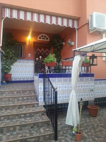 Adosado de 4 habitaciones en Gines en venta con garaje - 204.750 € (Ref: 5703558)