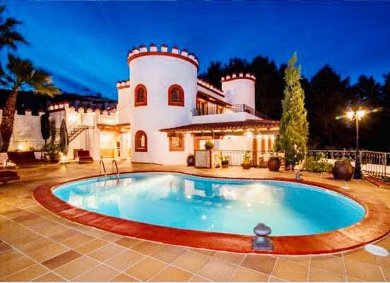5 soveværelse Villa til leje i Santa Eulalia / Santa Eularia med swimmingpool - € 5.000 (Ref: 5922366)
