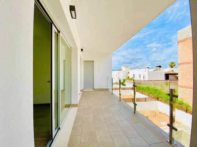 2 soveværelse Lejlighed til leje i Santa Eulalia / Santa Eularia - € 1.800 (Ref: 6071073)