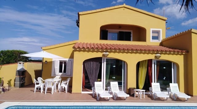 3 soveværelse Villa til salg i Punta Grossa med swimmingpool - € 500.000 (Ref: 6170619)