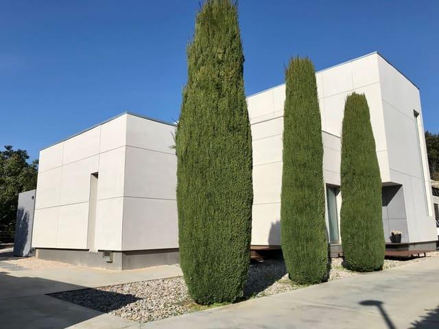 4 sovrum Villa till salu i Avinyonet de Puigventos med pool - 890 000 € (Ref: 5702353)