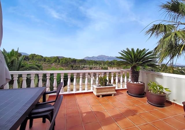 3 bedroom Villa for sale in La Nucia with pool - € 189,000 (Ref: 6130605)