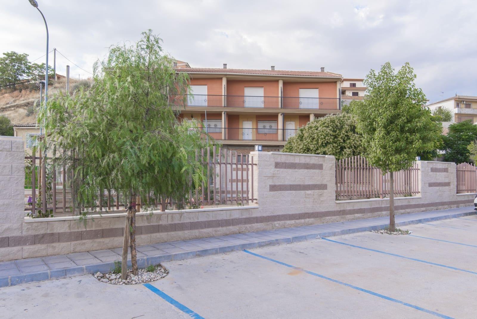 Piso de 3 habitaciones en Iznalloz en venta - 69.900 € (Ref: 5625045)