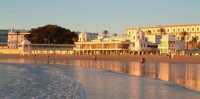 Hotell til salgs i Cadiz by - € 2 500 000 (Ref: 5586841)