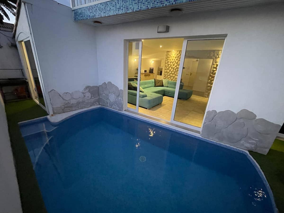 5 bedroom Villa for sale in Costa Adeje - € 800,000 (Ref: 6253775)