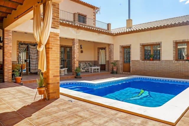 Casa de 3 habitaciones en Lora de Estepa en venta con piscina - 319.000 € (Ref: 5739973)