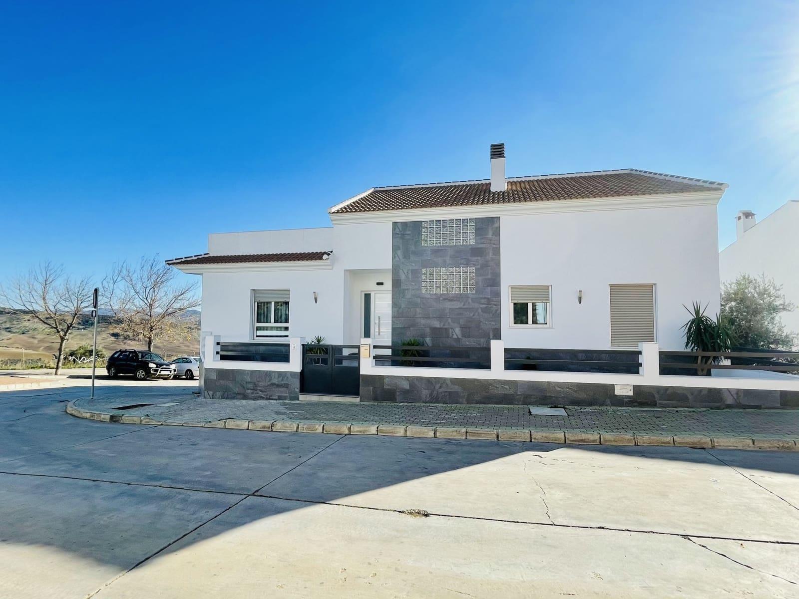 3 sypialnia Dom blizniak na sprzedaż w Villanueva de la Concepcion z basenem - 349 000 € (Ref: 5823795)
