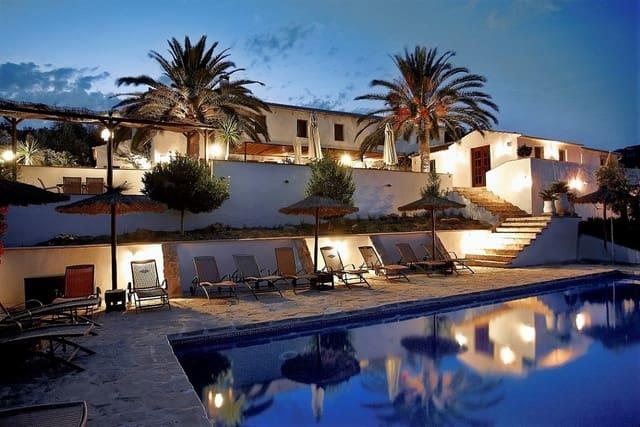 12 sovrum Villa till salu i Iznajar med pool - 1 535 000 € (Ref: 6046511)