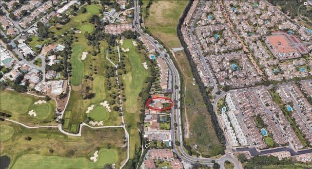 4 sovrum Semi-fristående Villa till salu i Aloha Golf med garage - 650 000 € (Ref: 5837573)