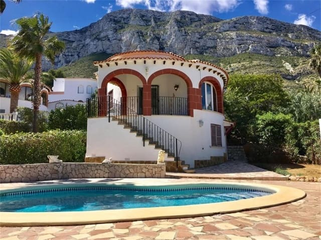 4 bedroom Villa for sale in Denia with pool - € 419,000 (Ref: 5930444)