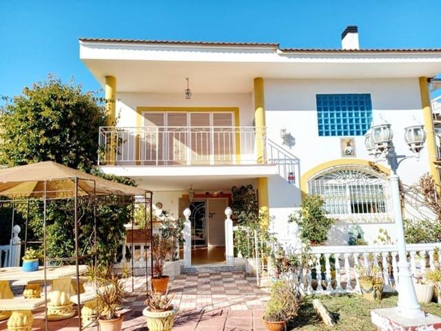 8 bedroom Villa for sale in Malaga city with pool garage - € 699,000 (Ref: 5918561)