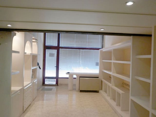 Erhverv til leje i Pamplona / Iruna - € 500 (Ref: 5754286)