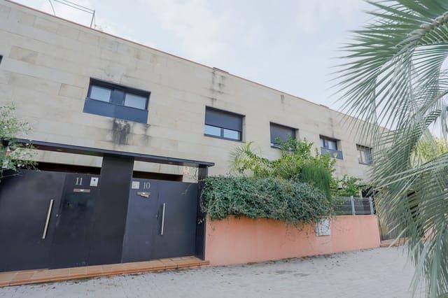 Adosado de 4 habitaciones en Sabadell en venta con garaje - 518.000 € (Ref: 5792398)