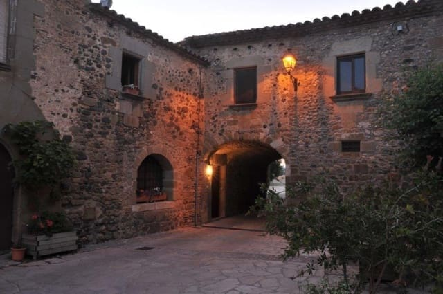 5 soveværelse Hotel til salg i Pubol med swimmingpool - € 990.000 (Ref: 5795049)