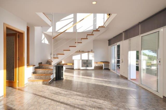 Finca/Casa Rural de 4 habitaciones en Canet de Mar en venta - 580.000 € (Ref: 5907288)