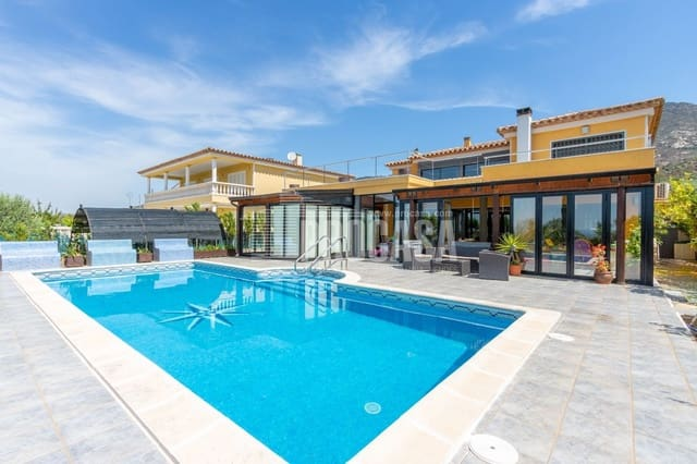 4 bedroom Villa for sale in Palau-saverdera with garage - € 560,000 (Ref: 5797985)