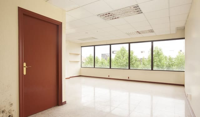 Office for rent in Figueres - € 428 (Ref: 5844606)