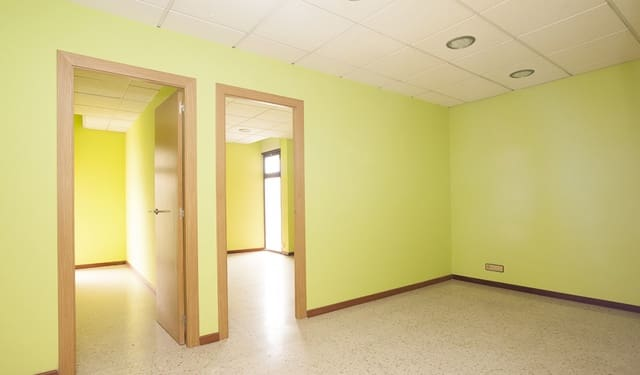 Office for rent in Figueres - € 386 (Ref: 5844607)