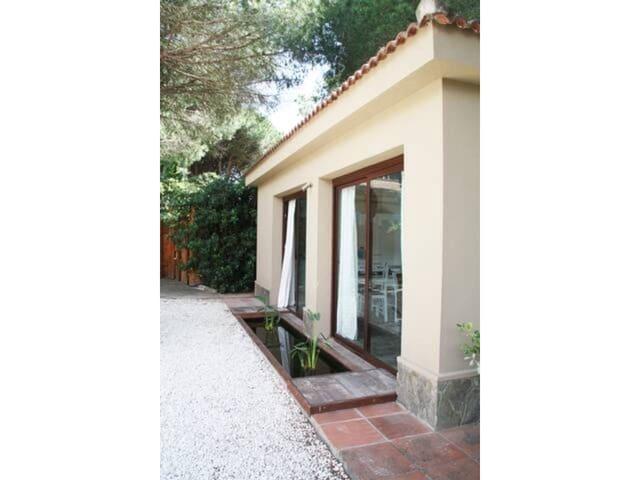 2 bedroom Villa for rent in Chiclana de la Frontera - € 650 (Ref: 5877995)