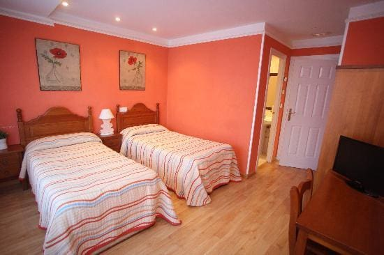 9 Zimmer Hotel zu verkaufen in Madrid Stadt - 990.000 € (Ref: 5923604)