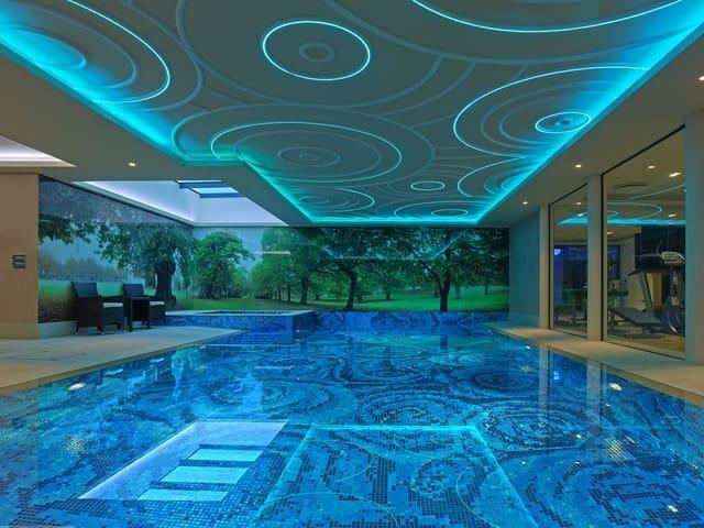 Hotell til salgs i Valencia by med svømmebasseng - € 44 000 000 (Ref: 5923608)