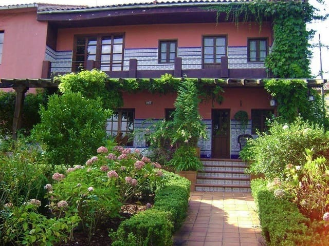 8 soveværelse Finca/Landehus til salg i Pola de Siero med swimmingpool - € 620.000 (Ref: 5945125)