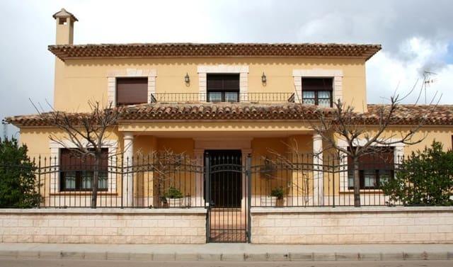 6 soveværelse Finca/Landehus til salg i Campillo de Altobuey med swimmingpool garage - € 495.000 (Ref: 5945149)