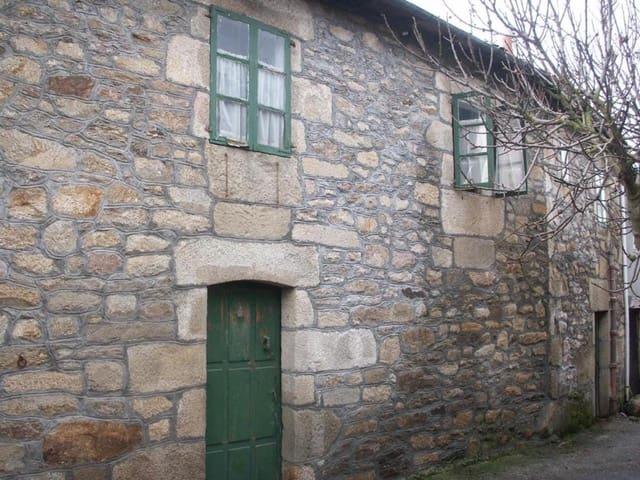 7 chambre Finca/Maison de Campagne à vendre à Manzaneda avec garage - 150 000 € (Ref: 5945169)