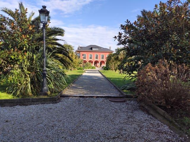 10 bedroom Townhouse for sale in Valdes - € 1,500,000 (Ref: 5976512)