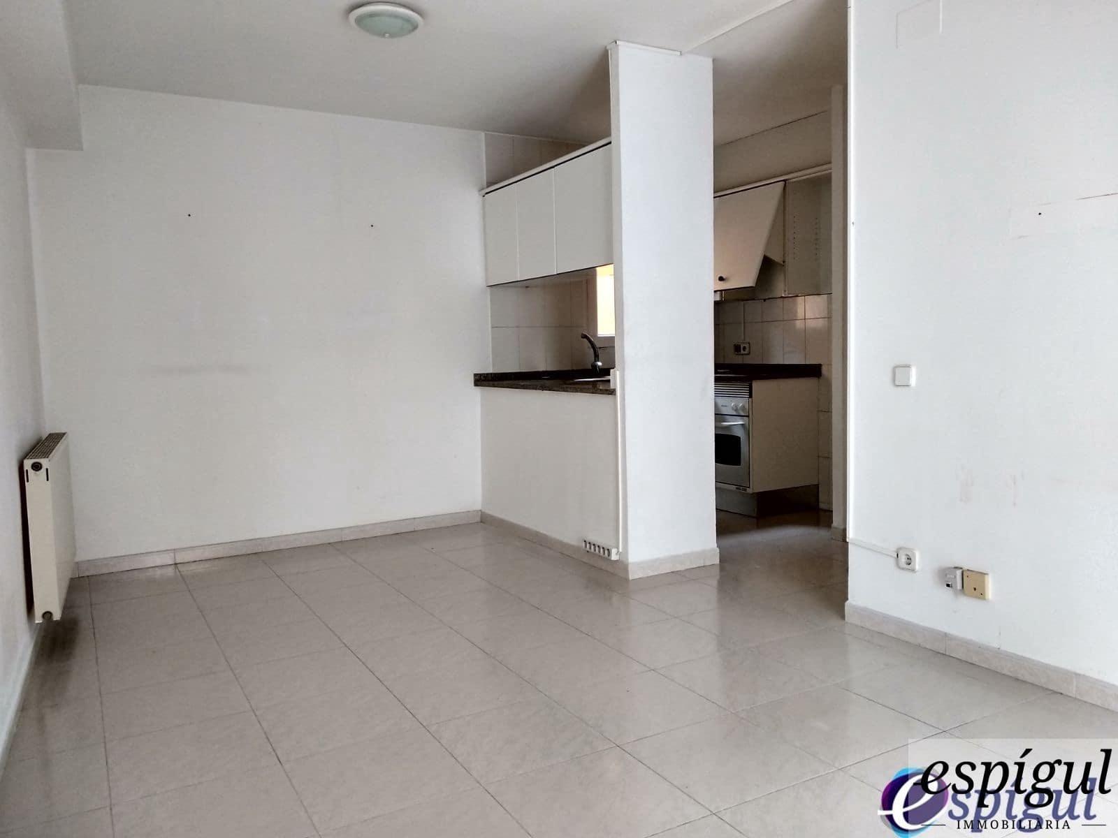 2 slaapkamer Appartement te huur in Gerona stad - € 650 (Ref: 6027590)