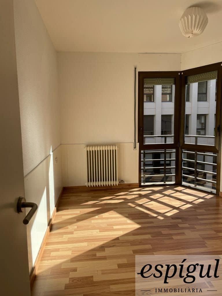 4 slaapkamer Appartement te huur in Gerona stad - € 800 (Ref: 6027597)