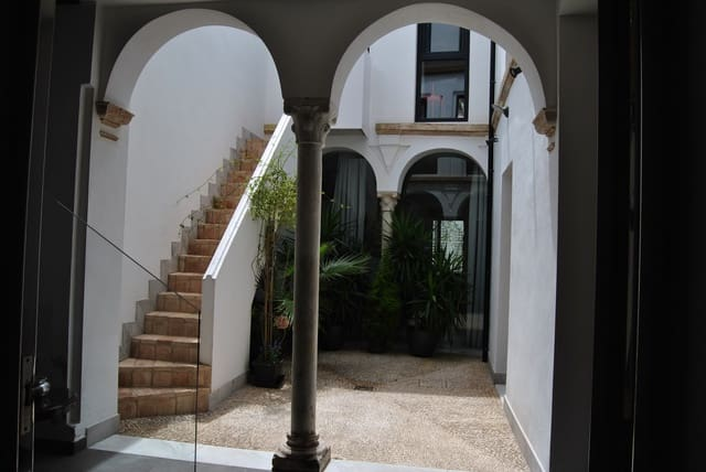 Hotel para venda em Cordova cidade - 590 000 € (Ref: 6091382)
