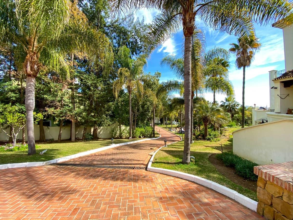 15 soveværelse Erhverv til salg i El Paraiso med swimmingpool - € 9.490.000 (Ref: 6204598)