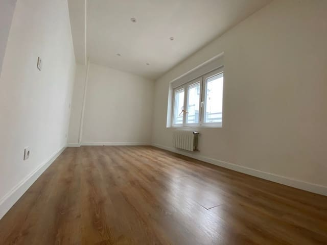 3 bedroom Flat for rent in Torrelavega - € 550 (Ref: 6240760)