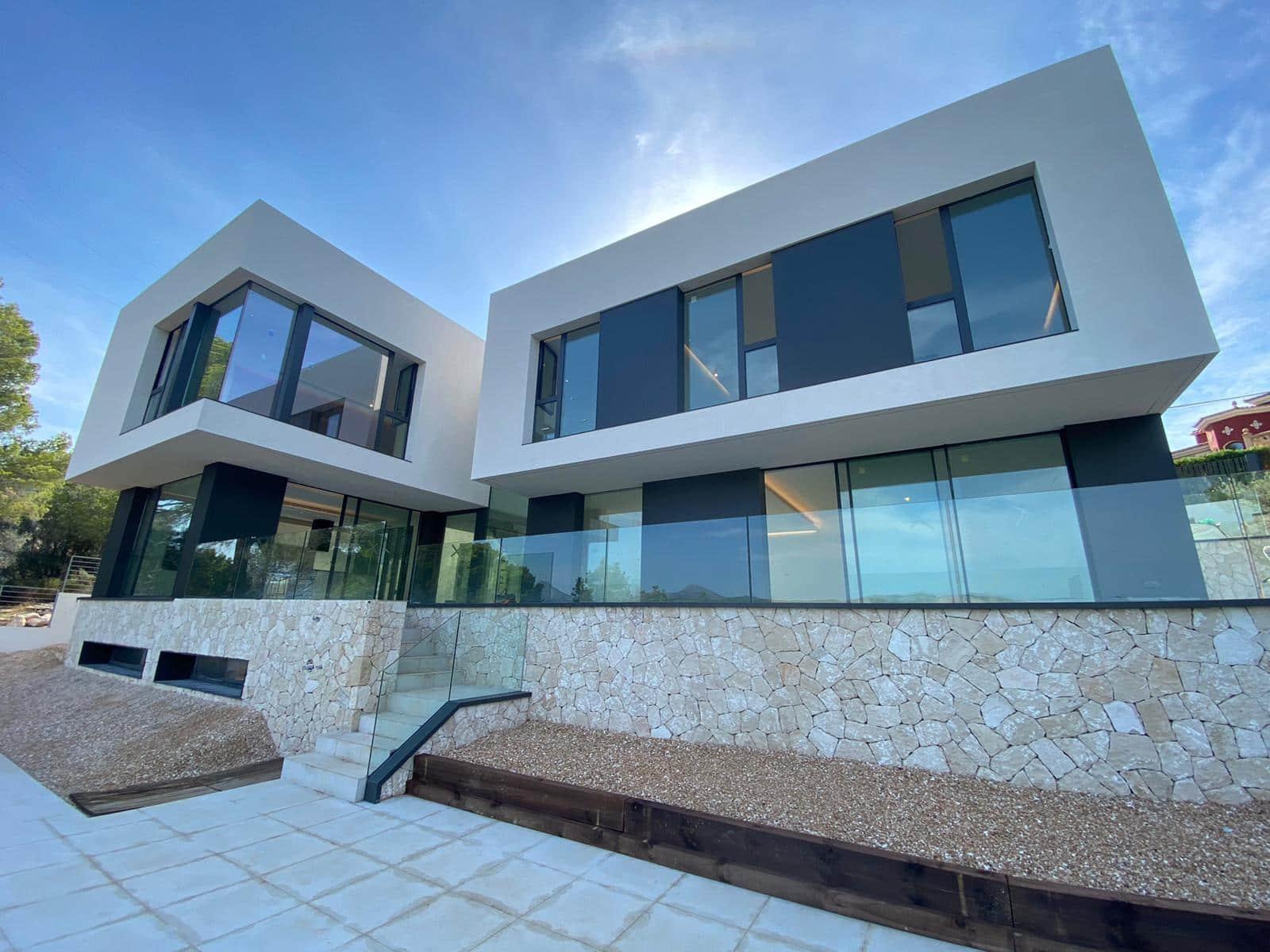 6 bedroom Villa for sale in Santa Ponsa - € 3,200,000 (Ref: 6336236)