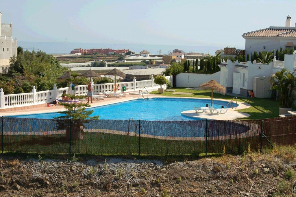 2 bedroom Bungalow for rent in Torrox Park with pool - € 650 (Ref: 4709054)