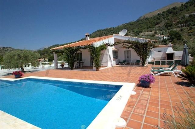 Chalet de 4 habitaciones en Málaga ciudad en alquiler vacacional con piscina - 650 € (Ref: 1935562)