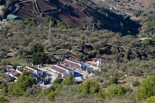 8 bedroom Villa for holiday rental in Canillas de Aceituno with pool - € 2,255 (Ref: 2616589)