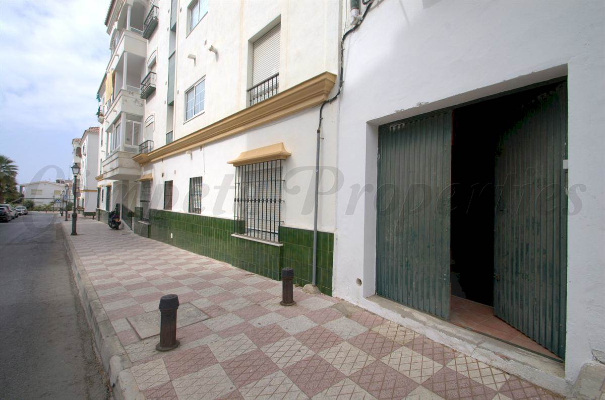 Business for rent in Torrox - € 550 (Ref: 2693775)